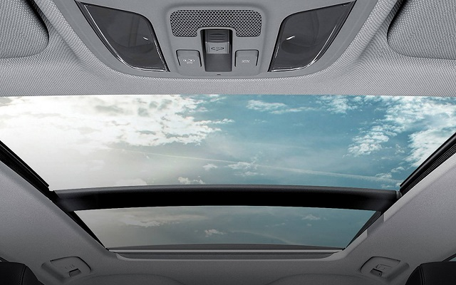 Cửa sổ trời toàn cảnh trên Kia Optima