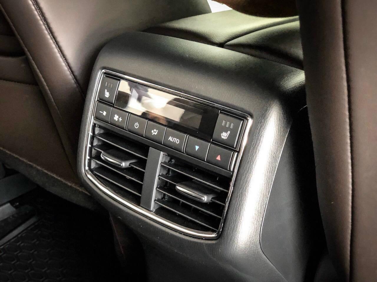 Điều chỉnh nhiệt độ ghế sau trên Mazda CX-8